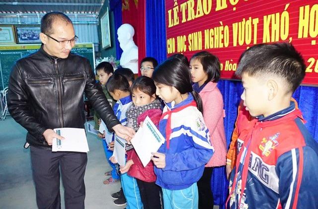 Đây là món quà hết sức có ý nghĩa đối với các em học sinh nghèo vượt khó, học giỏi tại Nghệ An