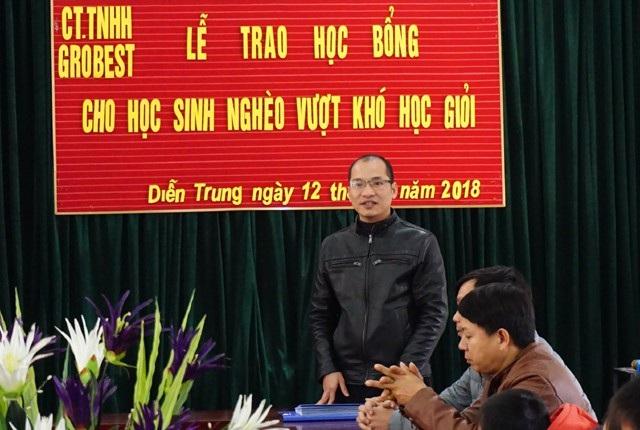 Ông Trần Văn Phương - Trưởng khu vực Nghệ An - Thanh Hóa, Công ty TNHH Grobest Việt Nam phát biểu tại buổi trao học bổng cho học sinh Trường Tiểu học Diễn Trung (Diễn Châu, Nghệ An)
