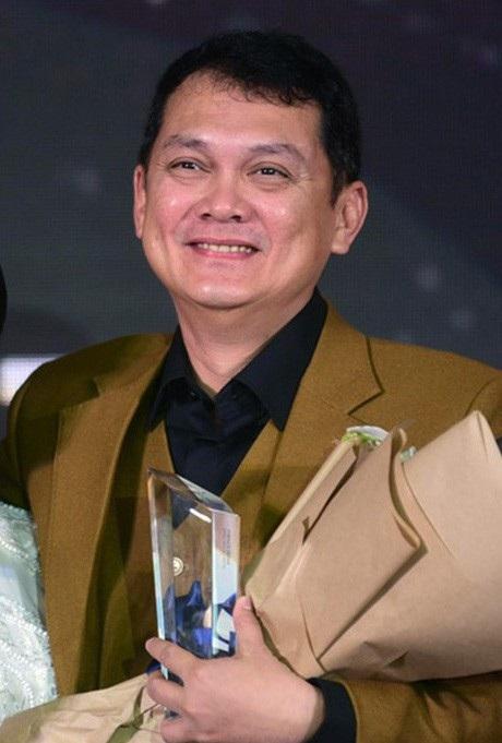 """Giải thưởng quan trọng """"Icon of the year 2017 – Biểu tượng của năm 2017"""" được trao cho NSƯT Hữu Châu."""