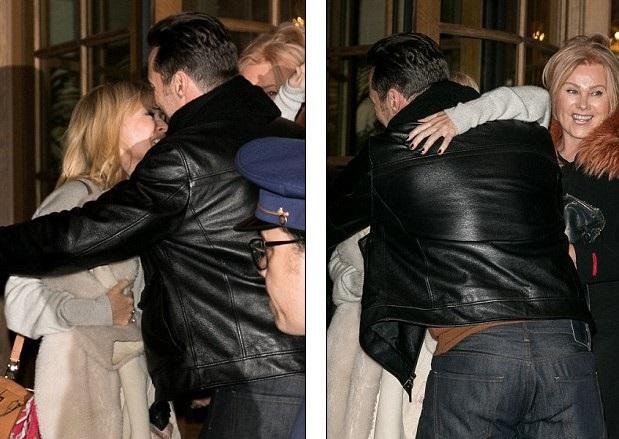 Hugh vui vẻ ôm hôn tạm biệt người đồng hương.