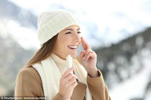 Tại sao cần thoa kem chống nắng trong cả mùa đông? - 1