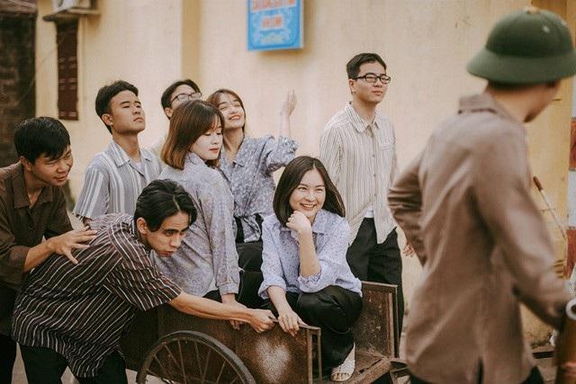 Xem thêm: Bộ ảnh kỷ yếu như thời bao cấp của sinh viên Hà Nội