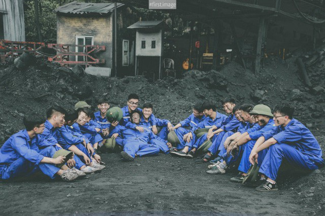 """Xem thêm:Ảnh kỷ yếu """"Thợ mỏ"""" đậm chất quê hương của học sinh Quảng Ninh"""