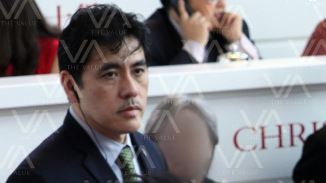 Lee khi làm nhân viên an ninh tại hãng đấu giá ở Hong Kong (Ảnh: The Value)