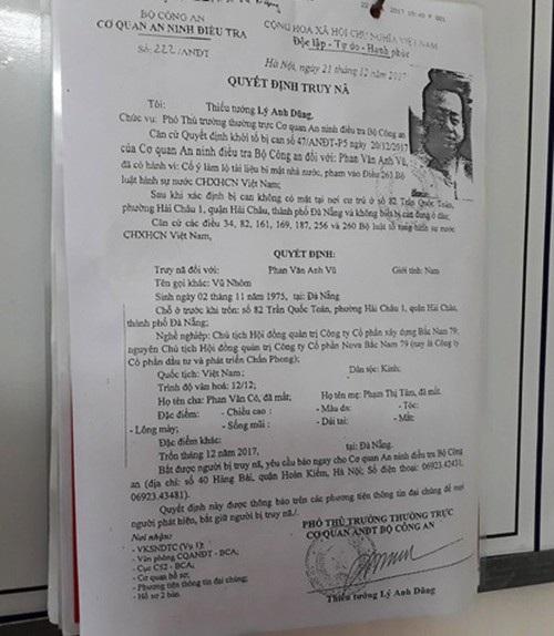 Quyết định truy nã đối với Phan Văn Anh Vũ (tức Vũnhôm) vẫn đang được dán khắp các phường, xã ở Đà Nẵng