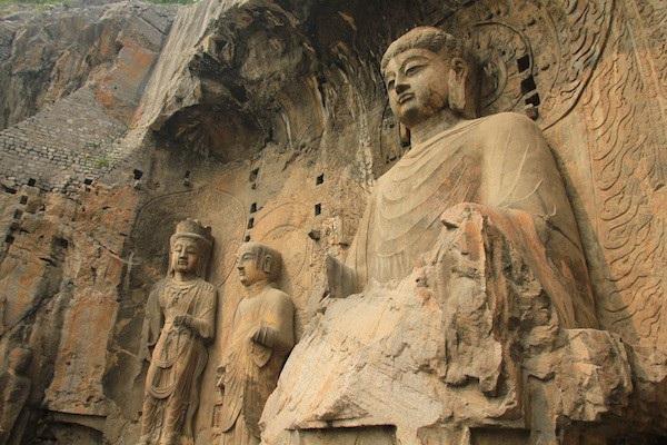 Hang đá chứa hơn 100.000 pho tượng Phật - 2