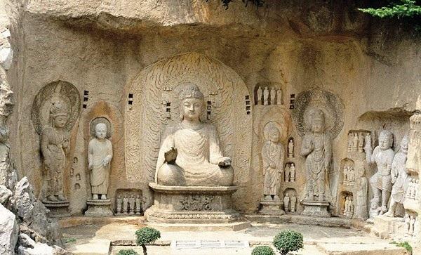 Hang đá chứa hơn 100.000 pho tượng Phật - 3