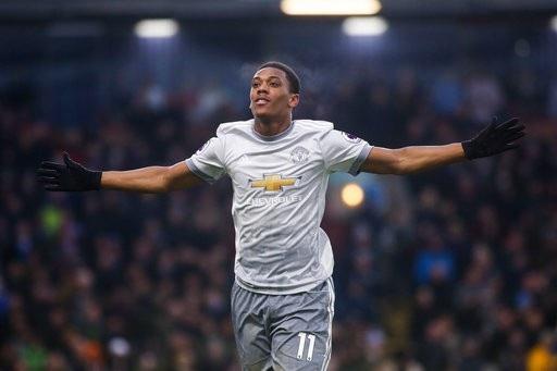 Burnley 0-1  Man Utd: Dấu ấn của Martial - 3