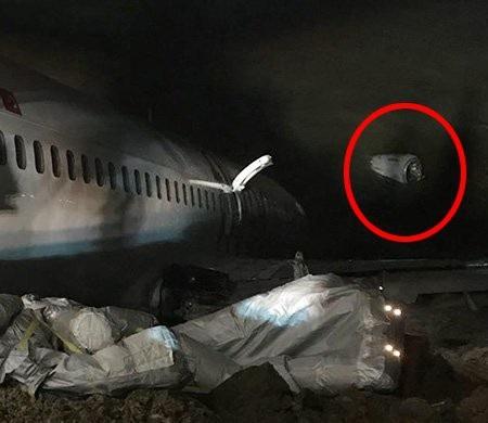 Một động cơ của máy bay dường như đã rơi ra. (Ảnh: Twitter)