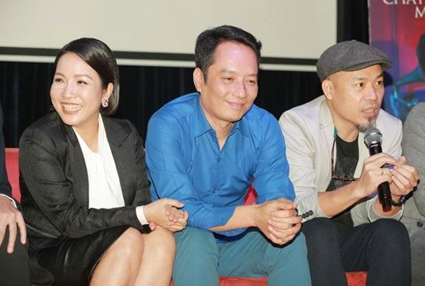 Nhạc sĩ Huy Tuấn (phải) tiết lộ câu chuyện thú vị về chuyện tình Mỹ Linh- Anh Quân tại buổi ra mắt Chat với Mozart II.