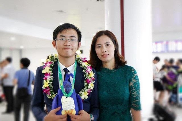 Nam Khánh và mẹ.