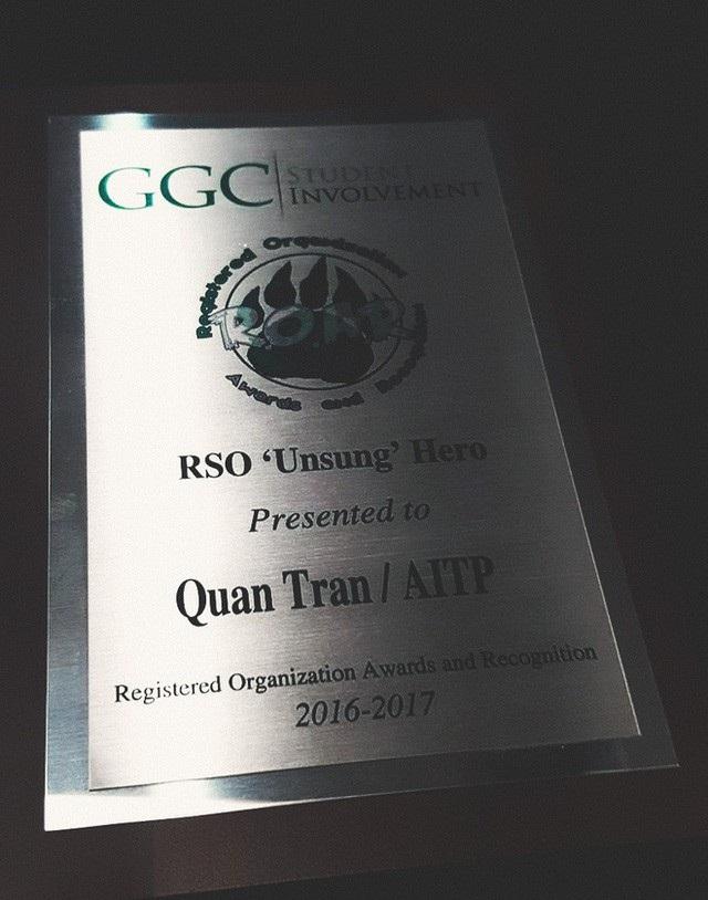 Danh hiệu Unsung hero – Người hùng thầm lặng chàng trai Việt nhận về.