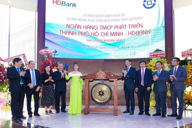 Bà Nguyễn Thị Phương Thảo xuất hiện trong phiên chào sàn của HDBank.