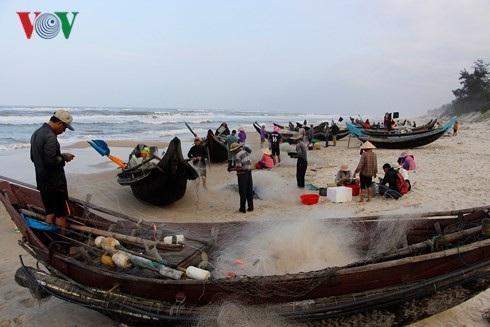 Thuyền đánh bắt cá khoai của ngư dân Thừa Thiên-Huế.