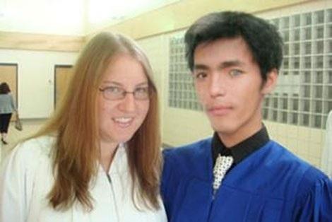 Bức ảnh Nguyên cắt ghép chụp với một người nước ngoài được sử dụng trong các lần lừa đảo.