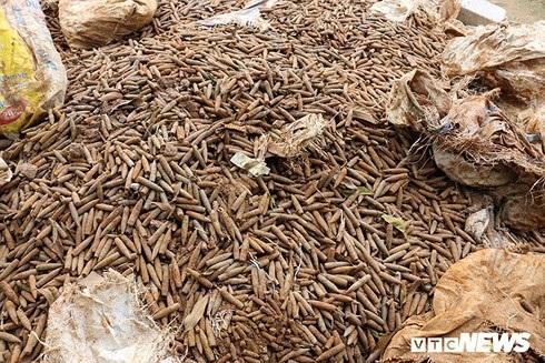 Chủ cơ sở phế liệu tiết lộ nguồn gốc 6 tấn đầu đạn ở Hưng Yên - 1