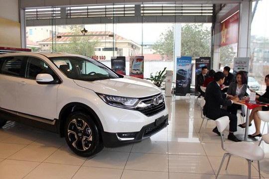 Mẫu CR-V mới sản xuất tại Thái Lan được trưng bày tại một showroom của Honda tại Hà Nội vào ngày 16/1. Ảnh: Nikkei