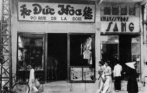 Ông Thái An chia sẻ, thời Pháp thuộc, phố Hàng Đào có tên Rue de la Soie (phố bán lụa). Đây từng được ví là khu phố buôn bán sầm uất, nổi tiếng nhất nhì đất Hà thành. Ảnh: Tư liệu
