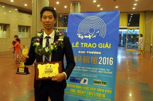 Anh Lê Công Thành nhận giải nhất Nhân tài đất Việt năm 2016