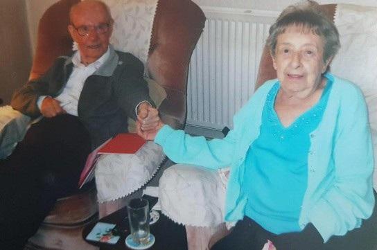 Dù đã lớn tuổi nhưng cặp đôi vẫn vô cùng tình cảm