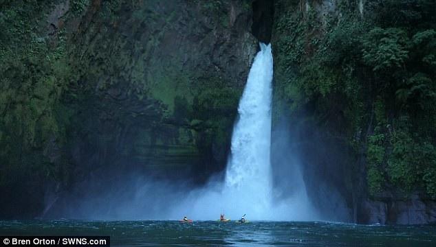 Thác nước cao gần 40m ở Mexico