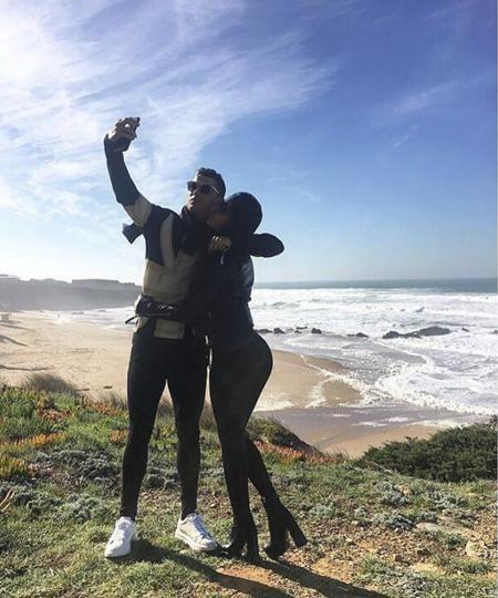 C.Ronaldo tranh thủ đưa bạn gái đi chơi
