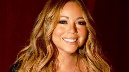 Hồi năm 2009, Mariah Carey từng khiến nhiều người cảm thấy khó hiểu khi yêu cầu phải có 20 chú mèo trắng và 100 chú chim bồ câu trắng vây quanh mình trong một đêm diễn ở London. Ngoài ra, Mimi còn đòi hỏi phải có 80 vệ sĩ bảo an và hoa giấy phải được cắt tỉa thành hình cánh bướm. Nhìn vào những yêu sách có phần kì quặc nói trên, các fans hâm mộ đều thắc mắc về mối liên quan giữa mèo, chim, hoa giấy với việc ca hát của Mimi.