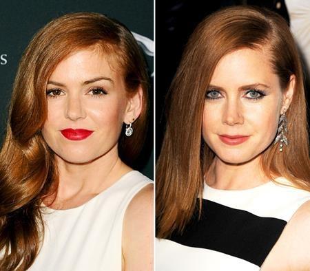 Cùng xinh đẹp lộng lẫy với gương mặt phúc hậu, ánh nhìn ngọt ngào và mái tóc nâu đỏ quyến rũ, Isla Fisher và Amy Adam có lẽ nên thử đi làm xét nghiệm nhận thân vì trông giống nhau y đúc.