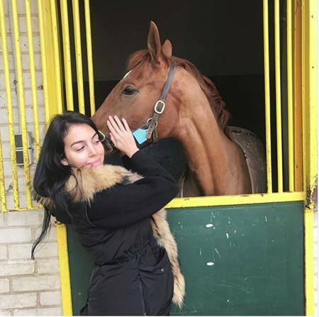 Đến cả ngựa cũng không thể cưỡng lại sức hút của Georgina Rodriguez