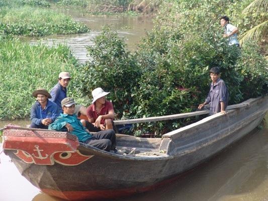 """Những """"nghệ nhân"""" bứng mai Tết kiếm tiền triệu mỗi ngày ở Sài Gòn - 9"""