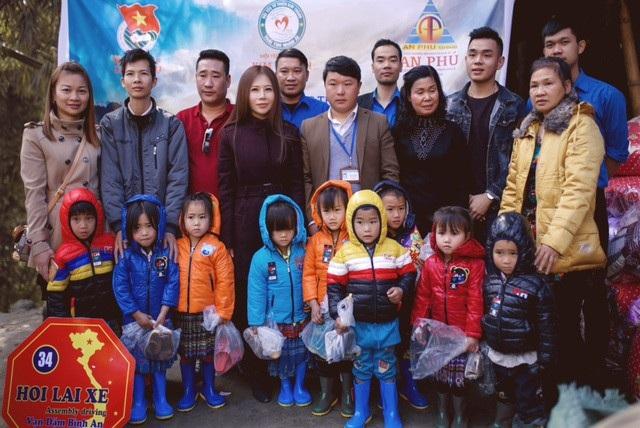 Lãnh đạo địa phương vô cùng trân quý tấm lòng của Hoa khôi Doanh nhân Lan Phương cùng các mạnh thường quân.