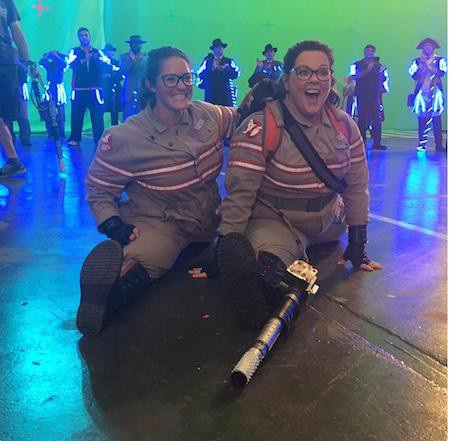 """… Melissa McCarthy trong """"Ghostbusters""""…"""