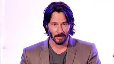 Hồi năm 2008, Keanu Reeves đã bị một thợ săn ảnh tên là Alison Silva kiện đòi 711.974 đô la Mỹ với cáo buộc nam tài tử cố ý đâm xe gây thương tích cho Silva. Vụ kiện đã làm ảnh hưởng nhiều đến danh tiếng và hình ảnh của Keanu Reeves bất chấp việc nam tài tử chỉ vô tình đụng phải người này.