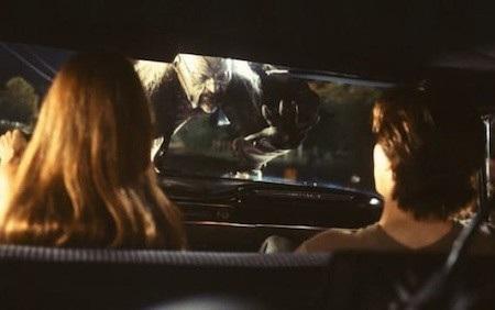 Cẩn thận mỗi khi xe bạn không nổ máy, vì chắc chắn sẽ có một sinh vật lạ, một kẻ điên hoặc bất cứ thứ gì đáng sợ sẽ bất thình lình xuất hiện hù doạ bạn và khán giả.