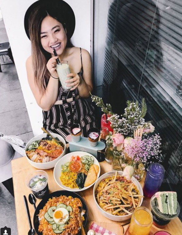 Bỏ nghề y tá, cô gái trẻ lang thang chụp hình các món ăn - 2