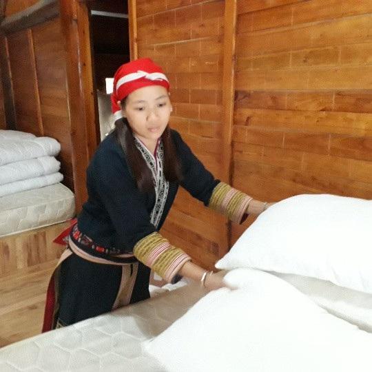 Cô gái người Dao đỏ Lý Tả Mẩy thông thạo 4 kĩ năng: nghe, nói, đọc, viết tiếng Anh nhờ tinh thần ham học hỏi