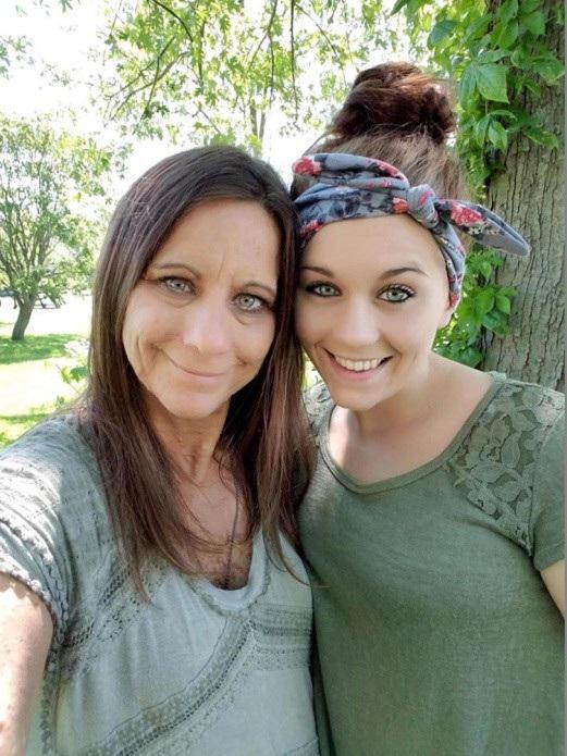 Cô chụp ảnh cùng con gái 97 ngày sau đó
