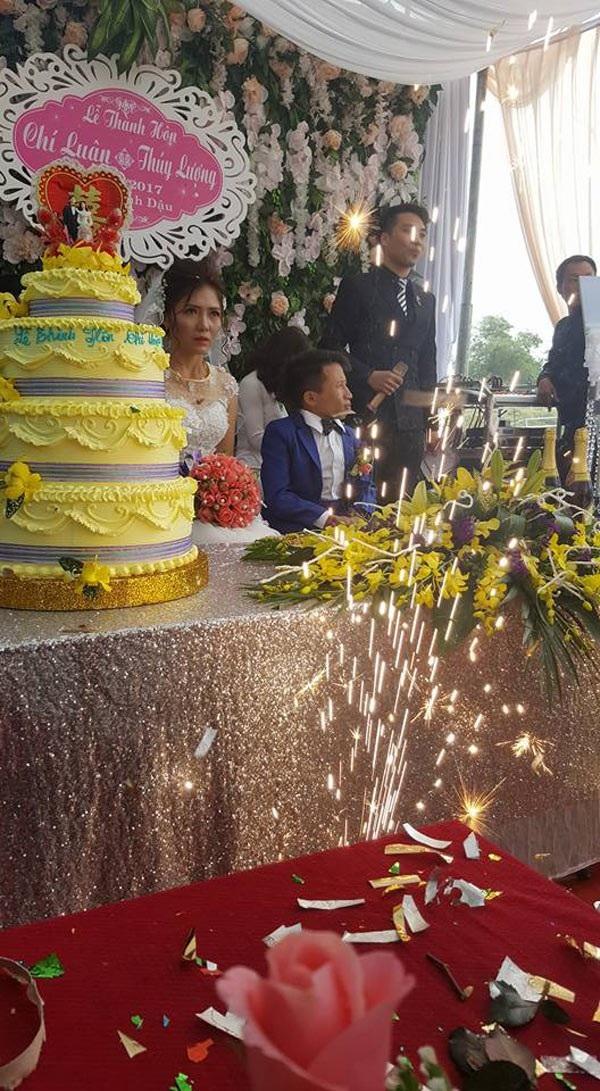 Đám cưới cổ tích của cặp đôi Thanh Hóa nhận được nhiều lời chúc phúc.
