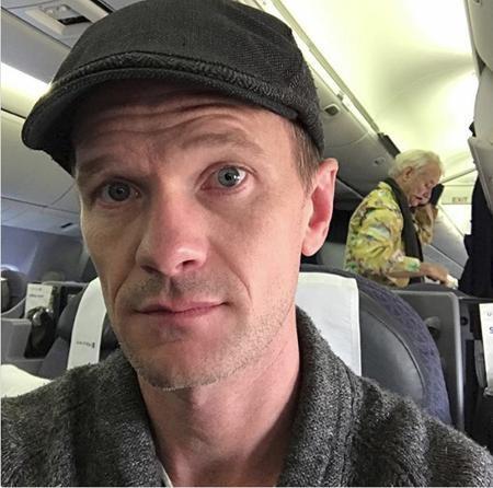 Nổi tiếng như Neil Patrick Harris nhưng cũng không thể nén lòng được mà phải chụp trộm ngôi sao gạo cội Bill Murray.