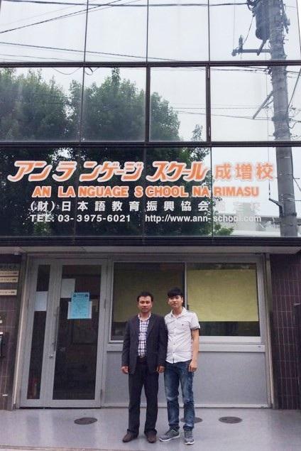 Th.s. Nguyễn Tuân Phú, , Giám đốc Công ty TNHH Đào tạo Ngoại ngữ và Tư vấn Du học PMT (áo vest đen) sang Nhật thăm các học viên mà anh và Công ty đã đưa đi du học thành công