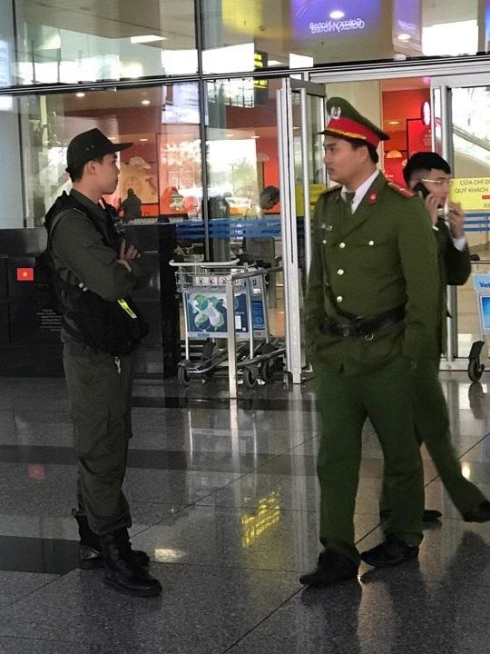 Nhiều lực lượng có mặt tại sân bay Nội Bài chiều 4/1.