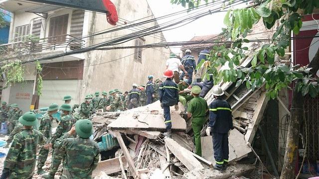 Đề nghị truy tố 2 bị can trong vụ sập nhà tại phố Cửa Bắc khiến 5 người thương vong.