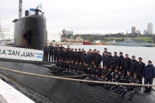 Lần cuối cùng các thủy thủ tàu ARA San Juan chụp ảnh tập thể trên thân tàu. (Ảnh: Getty)