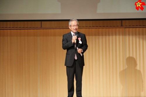 Thầy Teshima – đại diện trường Hollywood.
