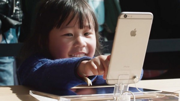 """Việc trẻ em quá """"nghiện"""" iPhone cũng đang khiến các cổ đông của Apple lo lắng"""