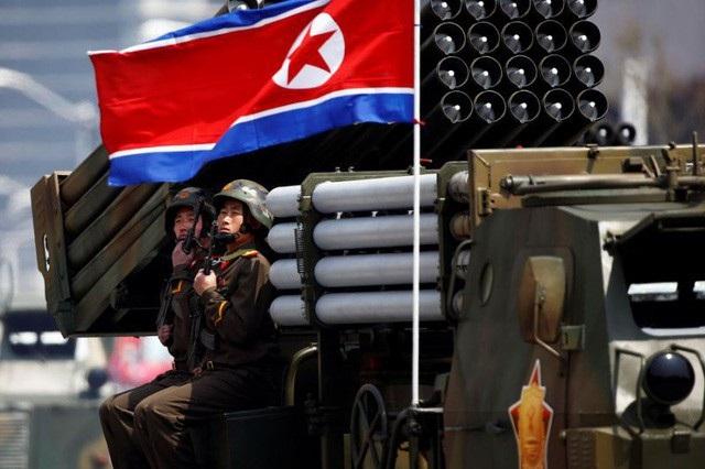 Quân đội Triều Tiên diễu binh tại thủ đô Bình Nhưỡng (Ảnh: Reuters)