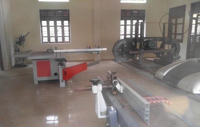 Máy móc, thiết bị dường của Trung tâm dạy nghề huyện Thường Xuân đã lâu không được dùng tới