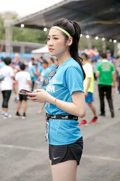 Á Hậu Tú Anh tươi trẻ thử sức ở marathon cự ly 5km chỉ với 36 phút - 4