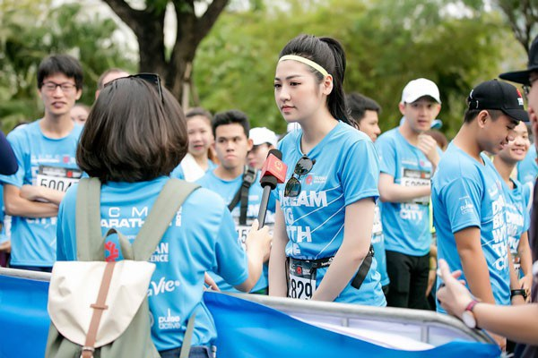 Á Hậu Tú Anh tươi trẻ thử sức ở marathon cự ly 5km chỉ với 36 phút - 7
