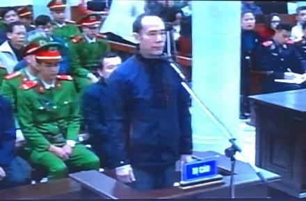Khi Vũ Đức Thuận trả lời thẩm vấn của HĐXX thì Trịnh Xuân Thanh bị đưa ra ngoài cách li.